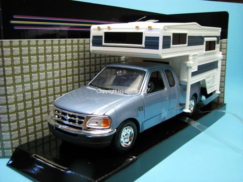 Ford F-150 XLT Flareside Supercab 2001 with Motorhome 1:24 Motor Max